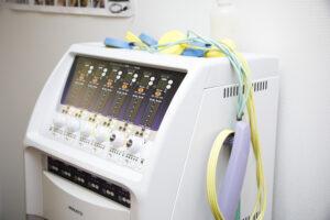 電気治療機材も取り揃えています。